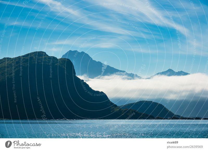 Haukland Beach auf den Lofoten in Norwegen Erholung Ferien & Urlaub & Reisen Sommer Strand Meer Berge u. Gebirge Umwelt Natur Landschaft Wasser Wolken Klima