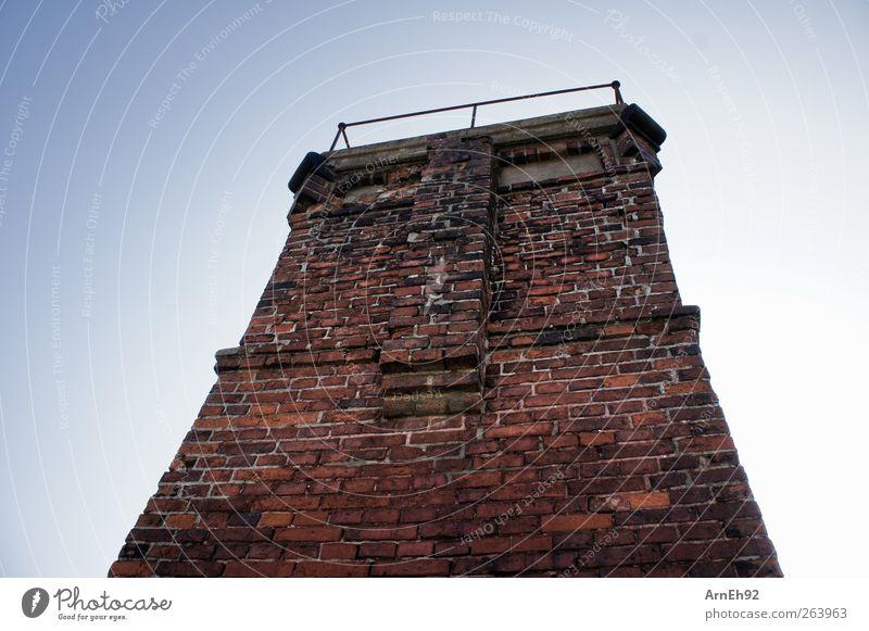 Fischerturm Wismar Ruine Turm Mauer Wand Fassade Denkmal Stein Backstein alt fest hoch blau rot Verfall Farbfoto Außenaufnahme Muster Strukturen & Formen