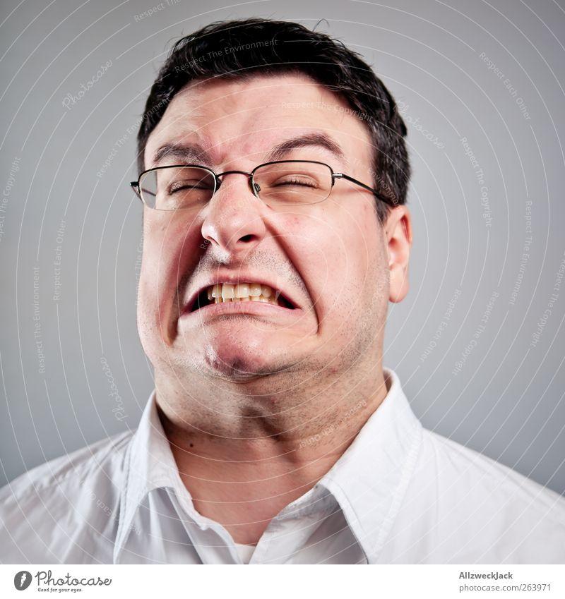 600 - Ein Kraftakt maskulin Junger Mann Jugendliche Erwachsene Kopf 1 Mensch 18-30 Jahre Hemd schwarzhaarig kurzhaarig Aggression Gefühle Schmerz Wut Ärger