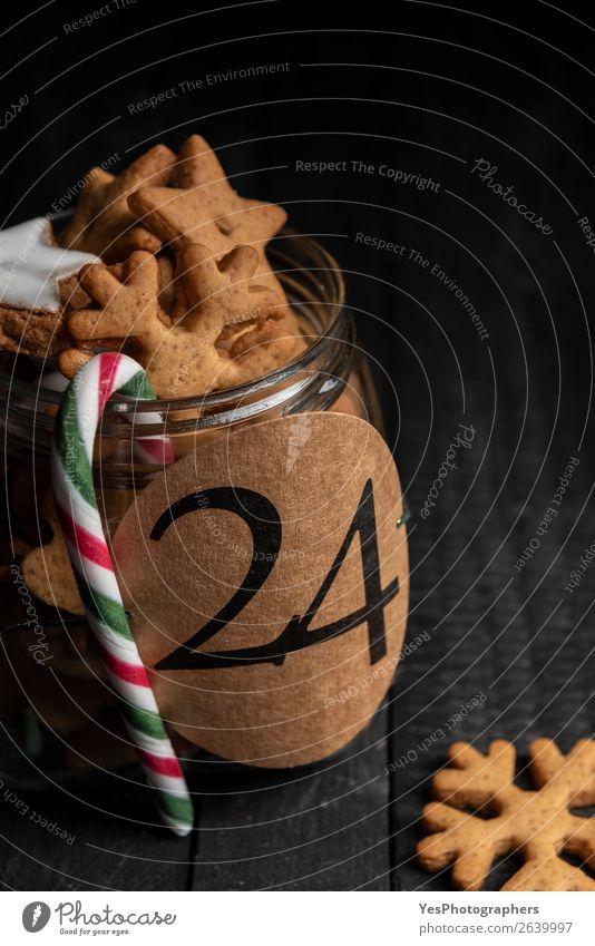 Lebkuchenkekse in einem Glas mit der Nummer 24 darauf. Kuchen Dessert Süßwaren Winter Küche Feste & Feiern Weihnachten & Advent Tradition Adventskalender