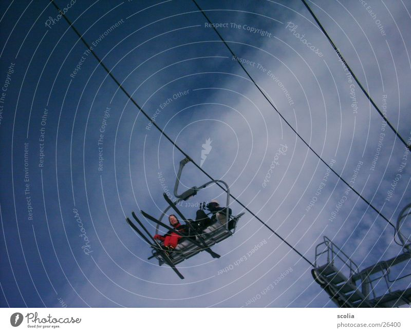 Schifliegen Skier Skilift Wolken Luft Sessel Sport schilift Himmel blau