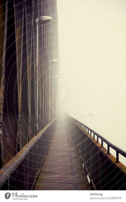 Weitsicht I alt schwarz kalt Architektur grau Traurigkeit braun Brücke Unendlichkeit fest Laterne Trennung bizarr eckig Eisenbahnbrücke