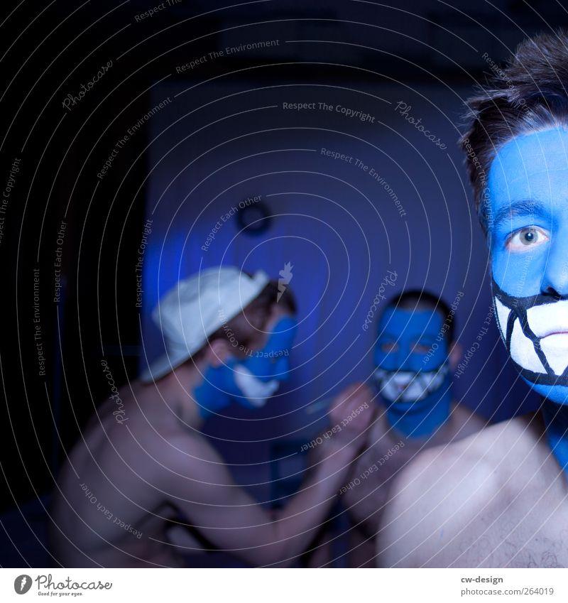 Die Zwangsjacken : Präludium II Mensch Mann Jugendliche blau weiß Freude Erwachsene nackt Kopf Menschengruppe Party Freundschaft Freizeit & Hobby sitzen