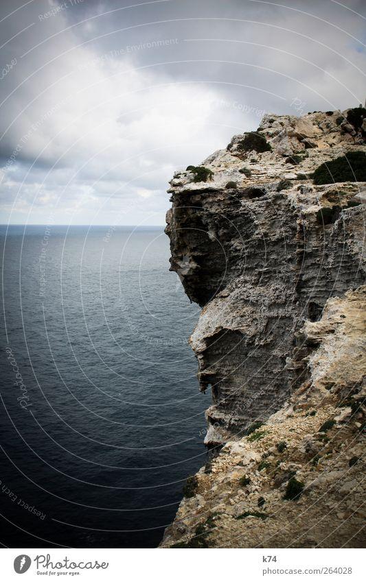 cliff Umwelt Natur Landschaft Urelemente Wasser Himmel Wolken Wetter Felsen Küste Riff Meer Insel Stein groß hoch blau Kraft Ferne massiv alt Klippe Farbfoto