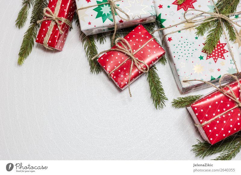 Weihnachtsgeschenkboxen auf weißem Hintergrund kaufen Winter Dekoration & Verzierung Schreibtisch Tisch Tapete Feste & Feiern Weihnachten & Advent