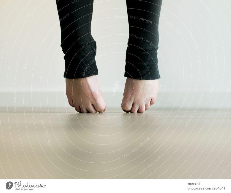verkrampft Freizeit & Hobby Fitness Sport-Training Tanzen Mensch feminin Frau Erwachsene Beine Fuß 1 Gefühle Schmerz Spannung Zehen Zehenspitze Leggings