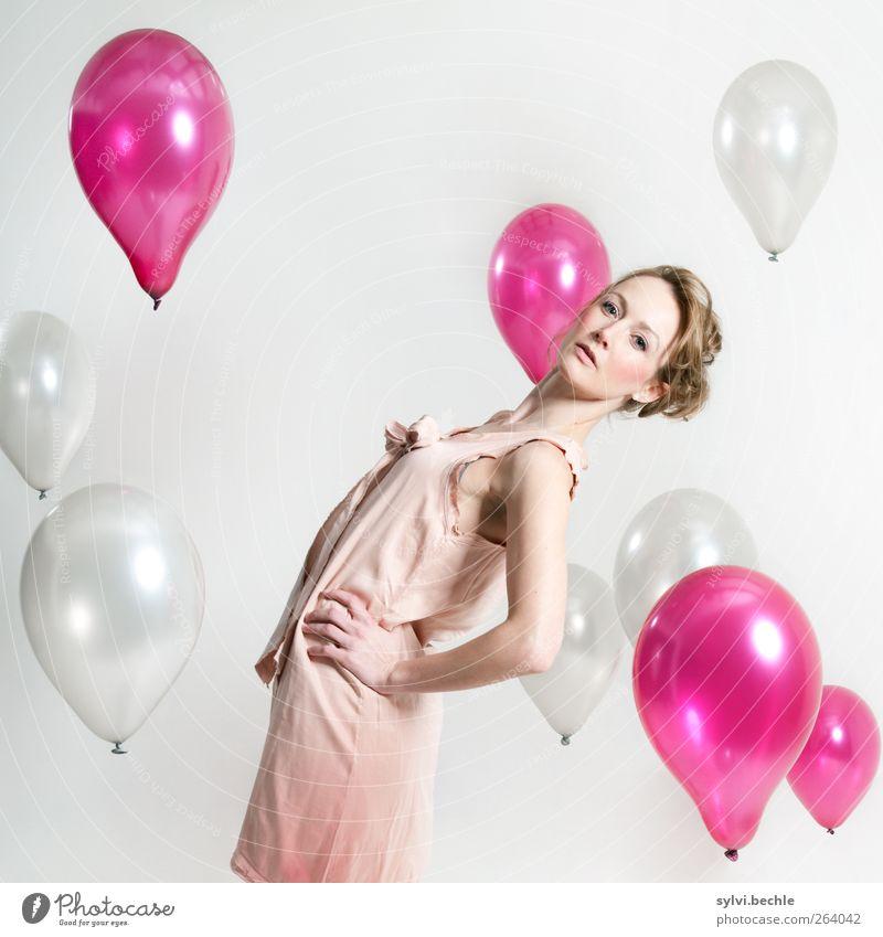 Ein bisschen Kitsch tut jedem gut. Mensch Jugendliche weiß Erwachsene Leben feminin grau Haare & Frisuren Stil Mode Feste & Feiern rosa Freizeit & Hobby glänzend elegant Lifestyle