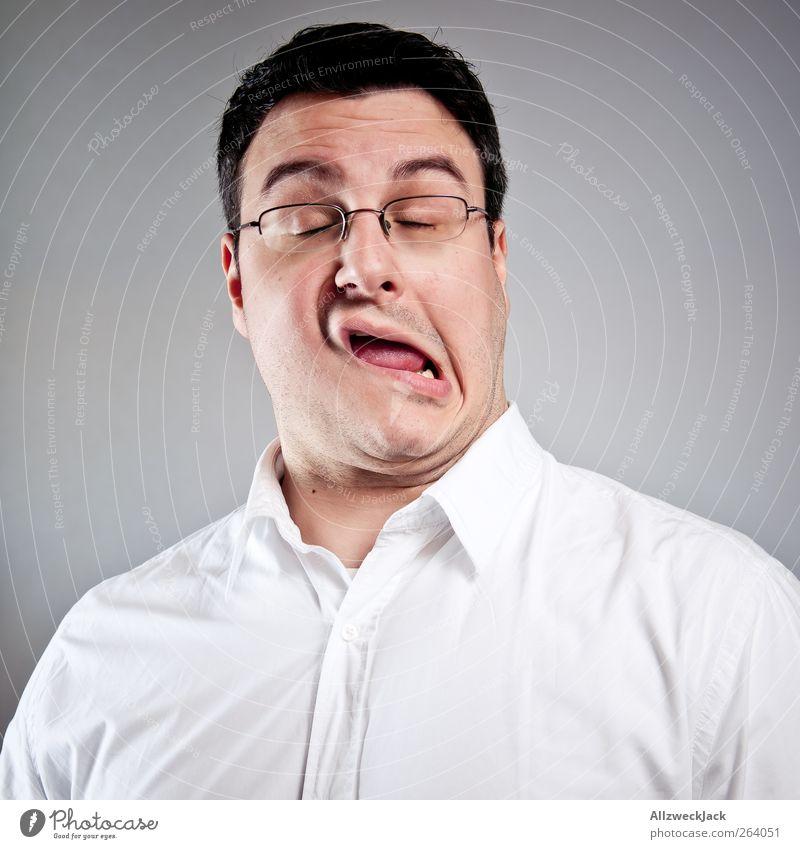 Gesichtsentgleisung schön maskulin Junger Mann Jugendliche Erwachsene 18-30 Jahre Hemd schwarzhaarig kurzhaarig Selbstbeherrschung Langeweile Überraschung
