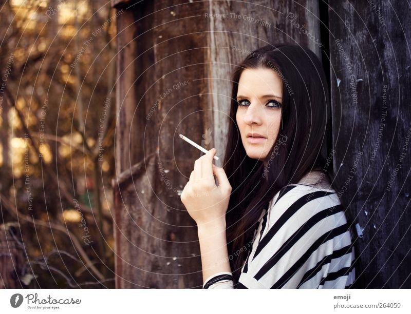 one day trip VIII feminin Junge Frau Jugendliche 1 Mensch 18-30 Jahre Erwachsene langhaarig schön Rauchen Zigarette Farbfoto Außenaufnahme Tag