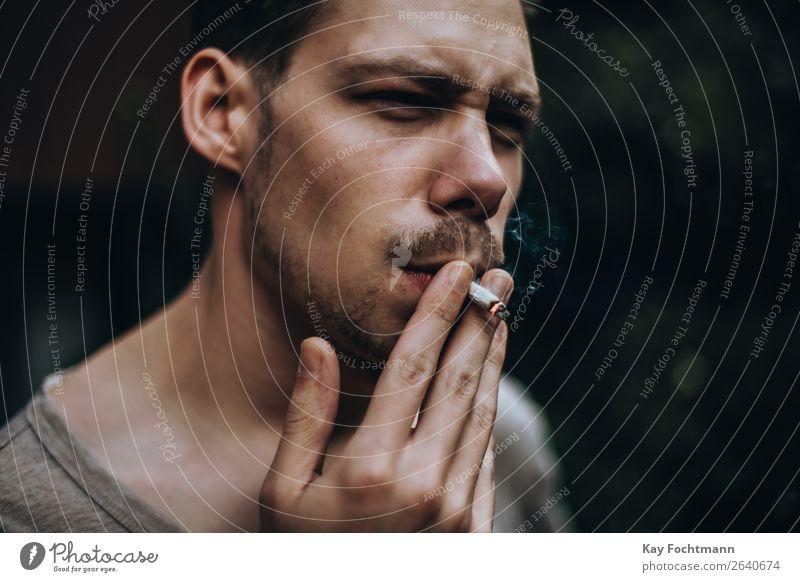 Junger Mann zieht an einer selbstgedrehten Zigarette Lifestyle Stil Rauchen Erholung maskulin Jugendliche Leben Gesicht 1 Mensch 18-30 Jahre Erwachsene brünett