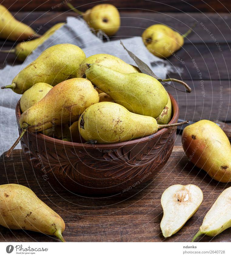 reife grüne Birnen in einer braunen Tonschale Frucht Ernährung Vegetarische Ernährung Diät Schalen & Schüsseln Tisch Natur Herbst Holz alt Essen frisch lecker