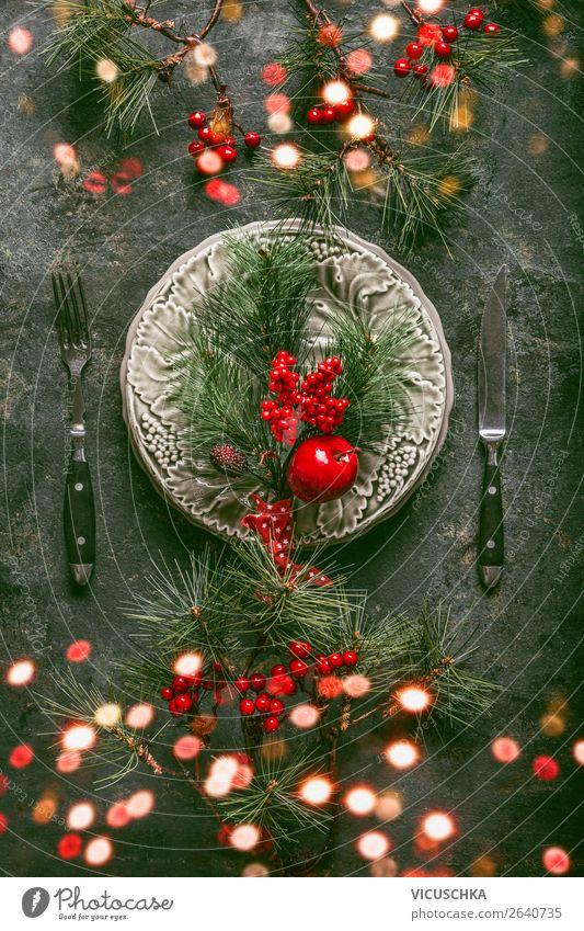 Tischdekoration zu Weihnachten mit Teller und Besteck Festessen Geschirr Stil Design Winter Innenarchitektur Dekoration & Verzierung Party Veranstaltung