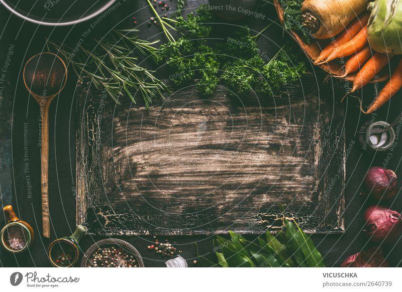 Küchentisch mit vegetarischen Zutaten und Kochlöffel Lebensmittel Gemüse Kräuter & Gewürze Ernährung Bioprodukte Vegetarische Ernährung Diät Geschirr Stil