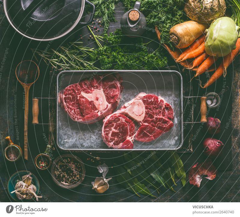 Suppenfleisch. Beinscheibe vom Rind mit Kochzutaten Lebensmittel Fleisch Gemüse Kräuter & Gewürze Ernährung Mittagessen Abendessen Bioprodukte Geschirr Topf
