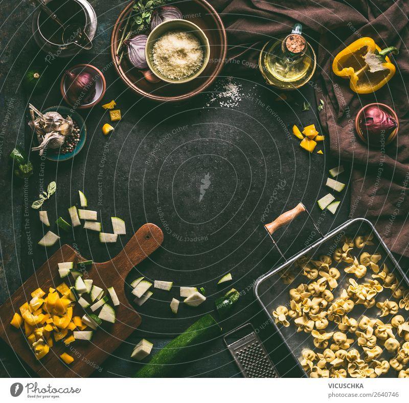 Vegetarische Tortellini mit Gemüse Zutaten Lebensmittel Kräuter & Gewürze Öl Ernährung Mittagessen Abendessen Bioprodukte Vegetarische Ernährung