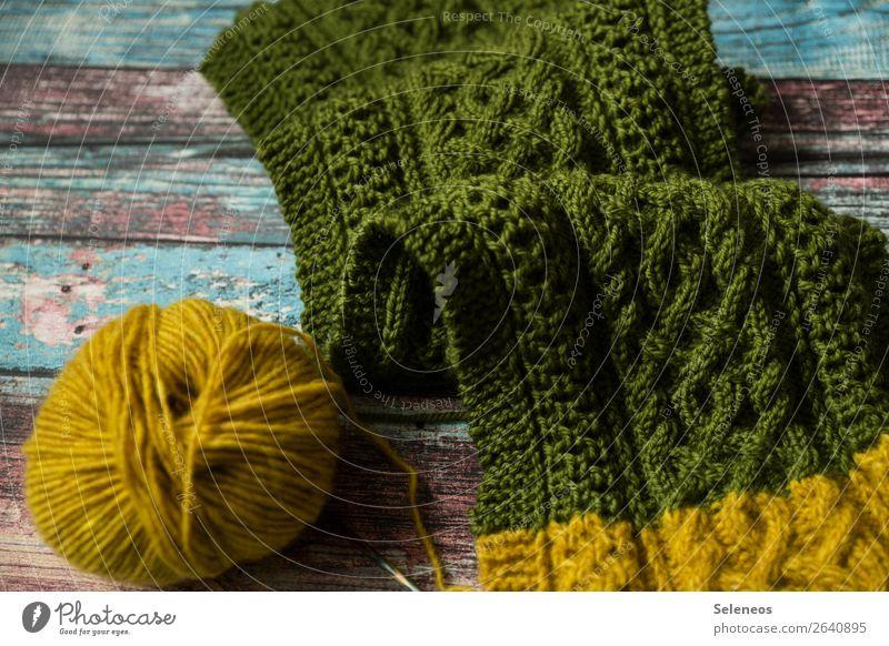 Zopfmuster Freizeit & Hobby Handarbeit stricken Schal kuschlig Wärme weich Wolle Wollknäuel Strickmuster Farbfoto Innenaufnahme