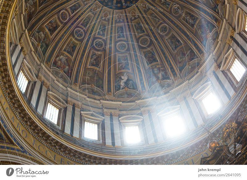 Rom VIII - Lichtblick Vatikan Italien Dom Bauwerk Kuppeldach Fenster Sehenswürdigkeit Wahrzeichen Petersdom leuchten außergewöhnlich Freundlichkeit gigantisch