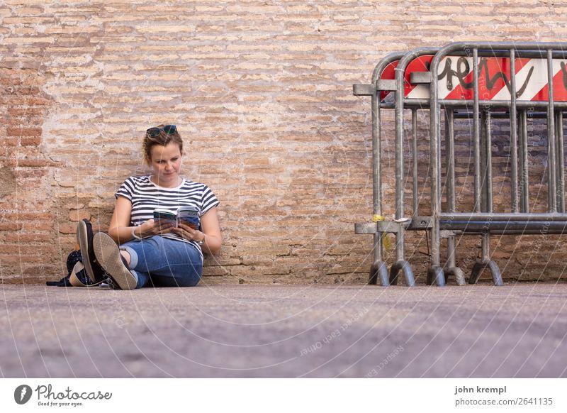 Rom V - Colossal Mensch Ferien & Urlaub & Reisen Jugendliche Junge Frau 18-30 Jahre Erwachsene Wand feminin Kunst Tourismus Mauer braun Freizeit & Hobby Italien