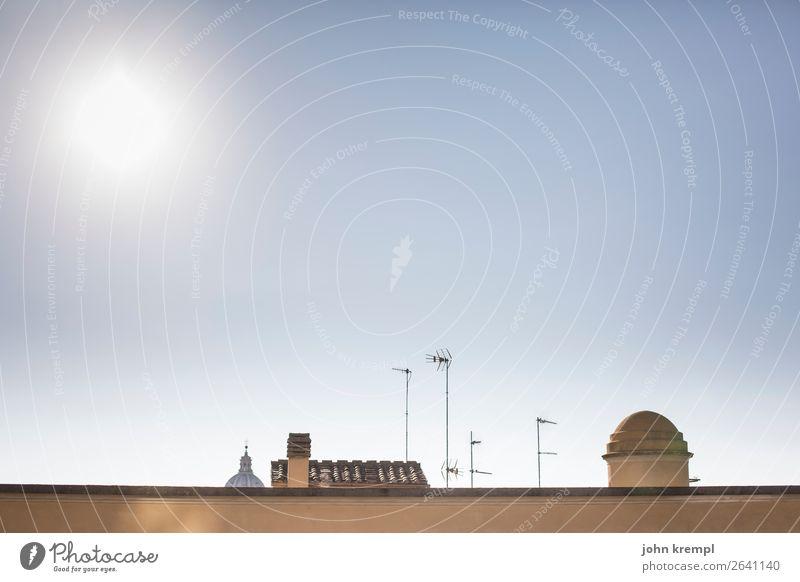 XXV Rom - Arrivederci Kuppeldach Antenne Himmel Stadtansicht Dach Blick über den Rand Mauer Blick über die Mauer Schornstein Ziegeldach über den Dächern Sonne