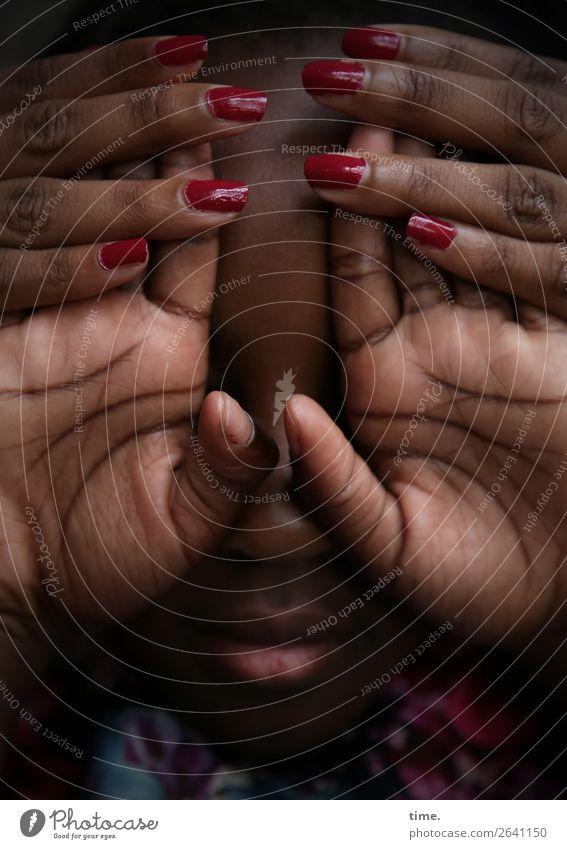 keep in touch (V) Nagellack feminin Mädchen Frau Erwachsene Haut Mund Hand Finger Handfläche 2 Mensch Linie Erholung festhalten Kommunizieren natürlich schön