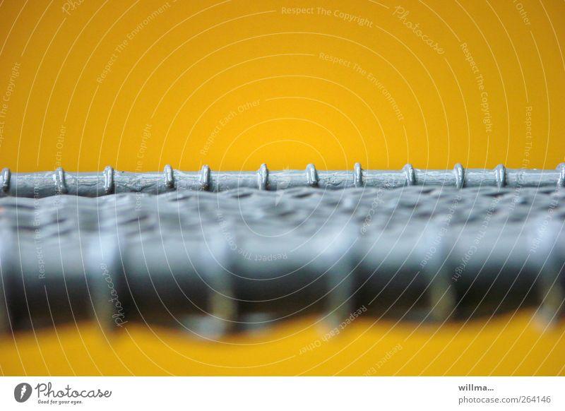 gespannt Metall Stahl gelb grau Netzwerk Schutz Sicherheit sicherheitsnetz Drahtseil Spannung Innenaufnahme Nahaufnahme Detailaufnahme Menschenleer