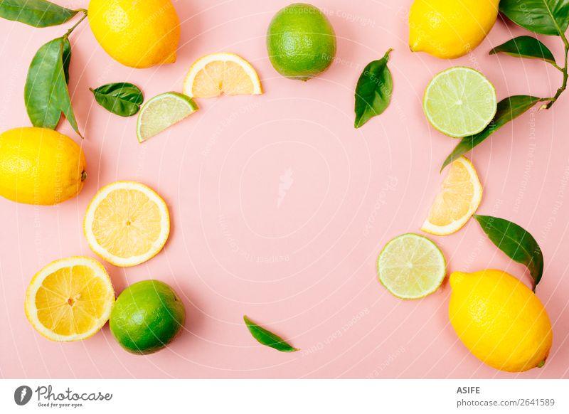 Limetten- und Zitronenrahmen auf rosa Hintergrund Frucht Ernährung Getränk Limonade Saft Sommer Blatt frisch oben gelb grün Kalk Zitrusfrüchte trinken