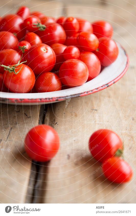Kirschtomaten aus meinem Obstgarten Lebensmittel Gemüse Bioprodukte Vegetarische Ernährung Diät Geschirr Natur rot