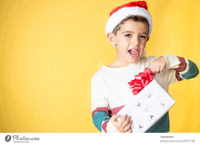 Frau Kind Mensch Weihnachten & Advent Farbe schön weiß rot Freude Winter Lifestyle Erwachsene Wärme gelb Gefühle Glück