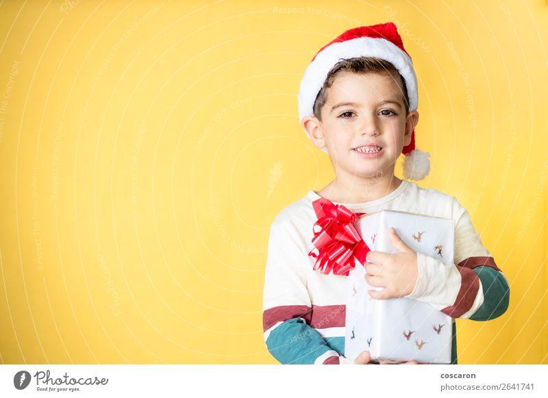 Kind Mensch Weihnachten & Advent Farbe schön weiß rot Freude Winter Wärme gelb Gefühle Glück Stil Feste & Feiern Junge