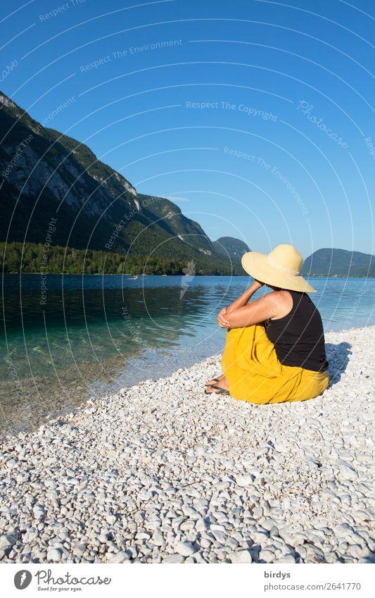 Zeit für sich selbst harmonisch Ferien & Urlaub & Reisen Sommerurlaub Sonnenbad feminin Frau Erwachsene 1 Mensch 30-45 Jahre 45-60 Jahre Landschaft