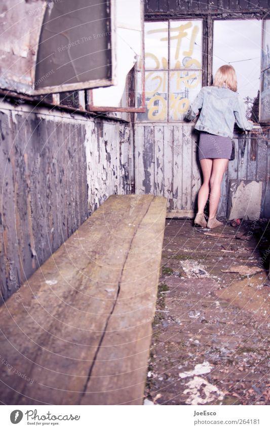 Auf der Suche nach *Nordreisender*. Stil schön Häusliches Leben Wohnung Renovieren Umzug (Wohnungswechsel) einrichten Frau Erwachsene 1 Mensch Mode Rock dreckig