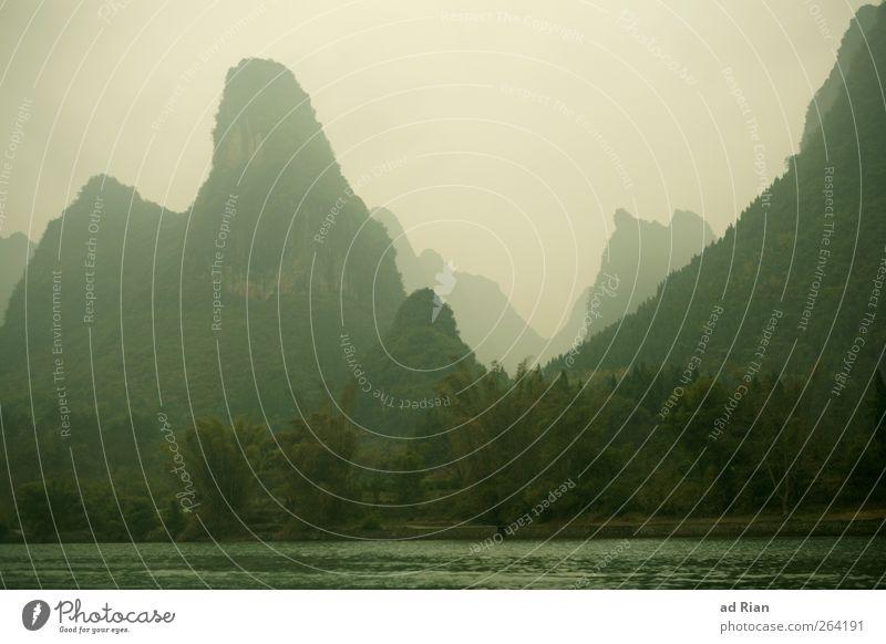Yangshuo Natur Pflanze Wolken Wald Landschaft Berge u. Gebirge Küste Horizont Felsen Nebel natürlich Spitze Hügel Urwald Flussufer schlechtes Wetter