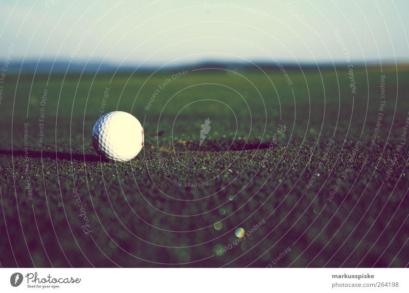 golf Erholung Sport Spielen Stil elegant Lifestyle Coolness Skyline Golf Reichtum sportlich Optimismus Golfplatz Stadtrand Golfloch Golfball