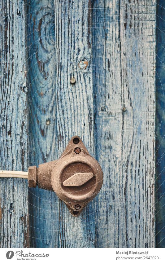Retro getontes Bild eines alten Schalters an der Holzwand. Design Wohnung Haus retro Energie Verfall Vergangenheit Wandel & Veränderung Zeit Hintergrund Entwurf