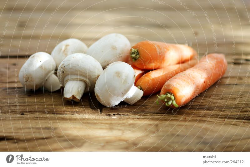 ChaMöhre Ernährung Lebensmittel liegen Gesunde Ernährung Gemüse Pilz Bioprodukte Vegetarische Ernährung Holztisch Champignons