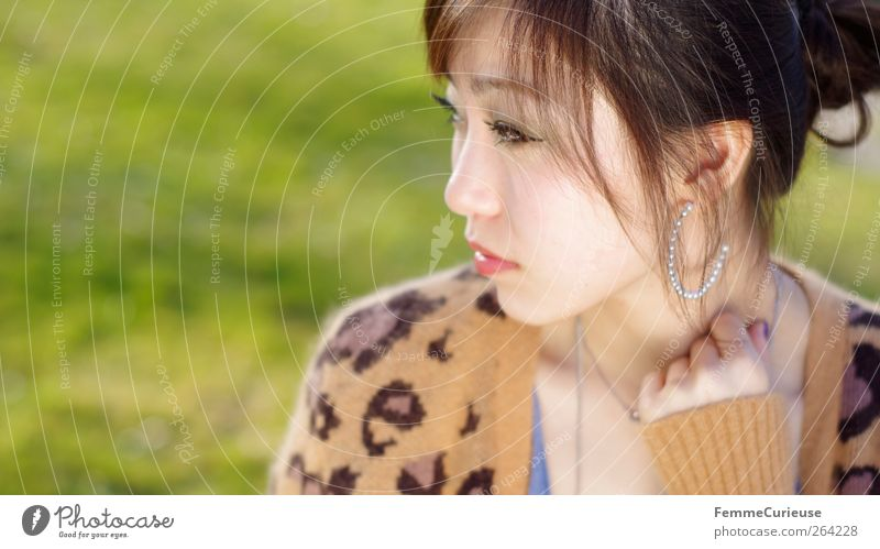 Spring Spring Spring X Mensch Frau Jugendliche Hand schön Erwachsene Junge Frau Kopf Stil Denken 18-30 Jahre elegant nachdenklich brünett Langeweile exotisch