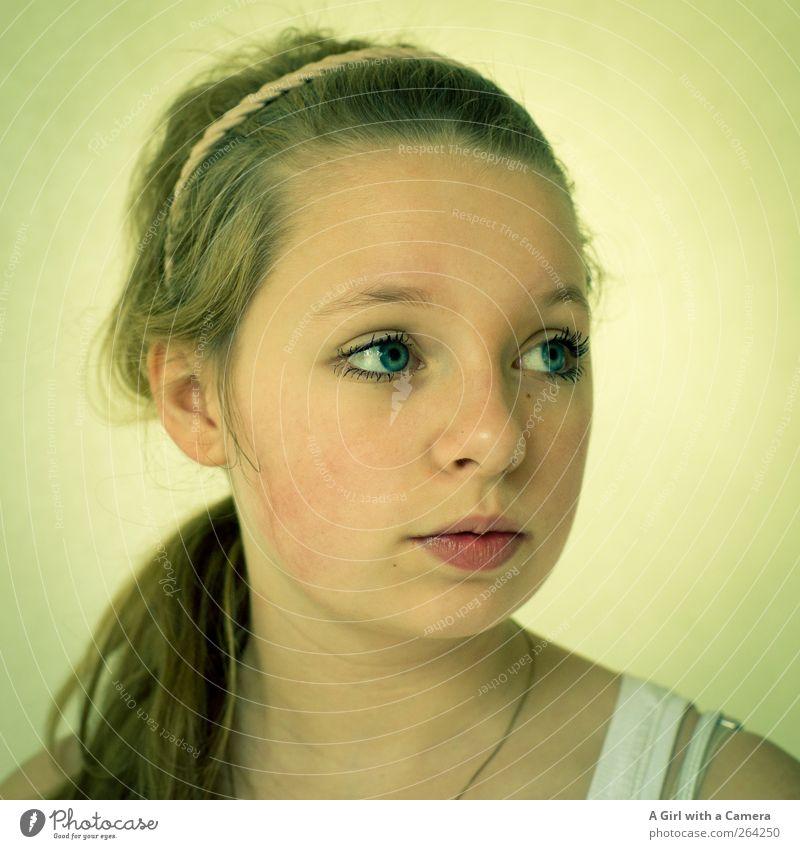 somewhere in the middle Mensch feminin Mädchen Junge Frau Jugendliche Kindheit Kopf Auge 1 13-18 Jahre Accessoire Haarband blond langhaarig Blick
