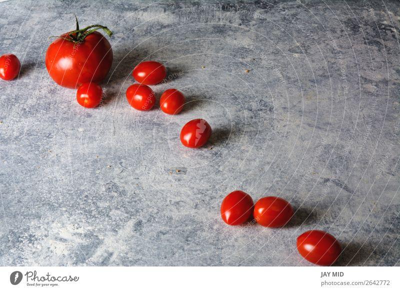 Kirschtomate auf Grunge-Textur Lebensmittel Gemüse Ernährung Bioprodukte Vegetarische Ernährung Diät Menschengruppe Natur Pflanze glänzend frisch hell klein
