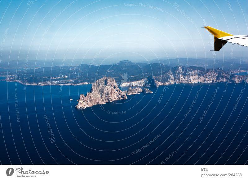 sit back relax Himmel blau Wasser Meer gelb Landschaft Berge u. Gebirge Küste Stein Horizont Wetter fliegen hoch Verkehr Flugzeug Insel