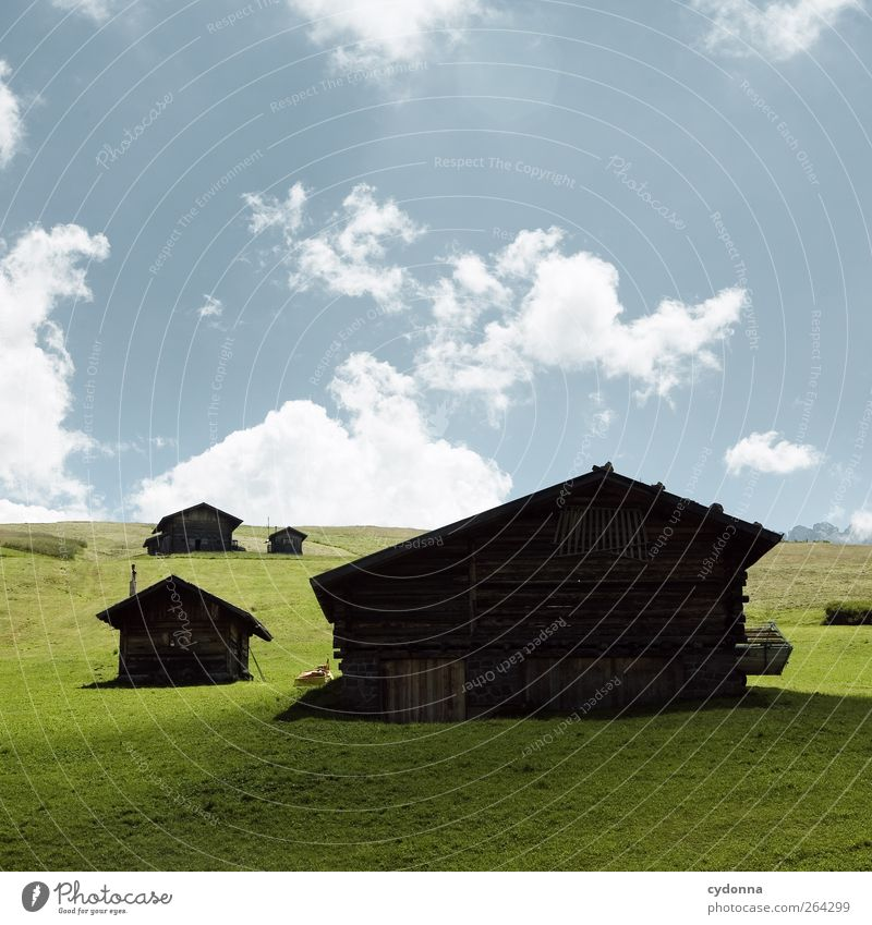 Berghütten Himmel Natur Ferien & Urlaub & Reisen Sommer Erholung Einsamkeit Landschaft ruhig Berge u. Gebirge Umwelt Wiese Gras Wege & Pfade träumen Tourismus Häusliches Leben