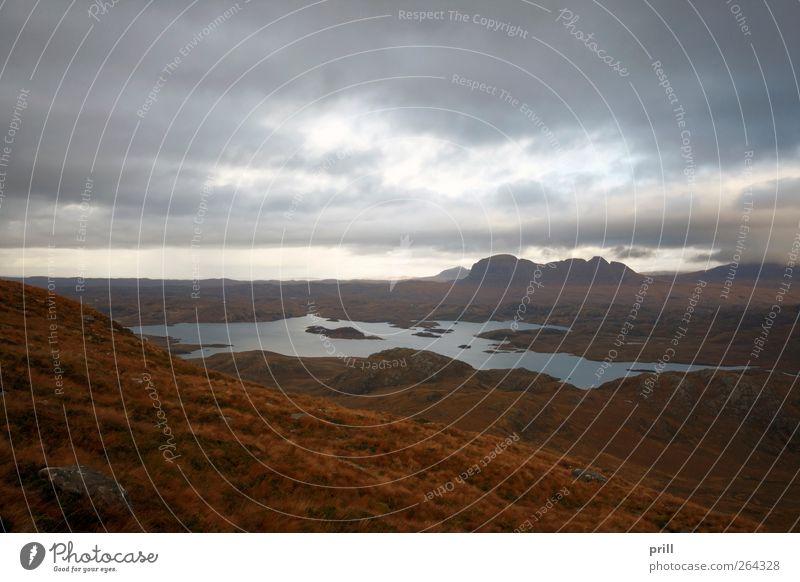 surreal landscape around Stac Pollaidh Natur Wasser Ferien & Urlaub & Reisen Pflanze Einsamkeit Wolken Umwelt Landschaft Berge u. Gebirge Gras See träumen