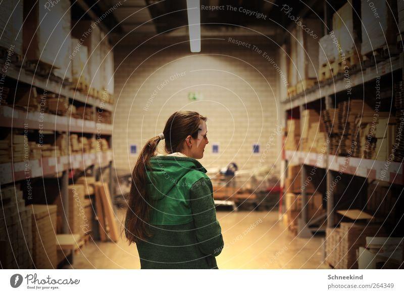 Alone in the BAUMARKT Mensch Frau Jugendliche Gesicht 18-30 Jahre Erwachsene Leben feminin Haare & Frisuren Kopf Körper Rücken kaufen Suche Ohr entdecken