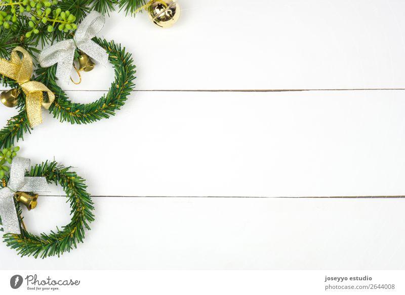 Tannenzweige, Weihnachtskränze und Glöckchen. Design Glück Winter Schnee Dekoration & Verzierung Feste & Feiern Weihnachten & Advent Handwerk Schnur einfach