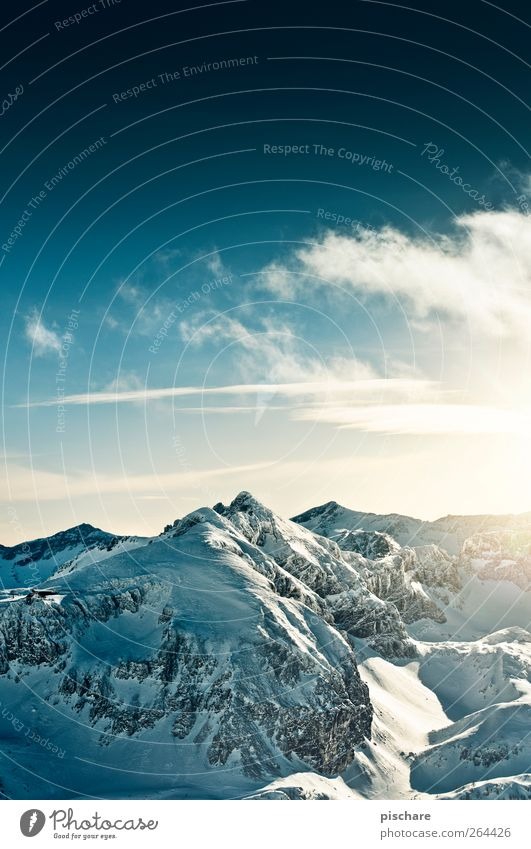 Berge Natur Landschaft Himmel Wolken Winter Schönes Wetter Schnee Berge u. Gebirge Schneebedeckte Gipfel gigantisch Unendlichkeit Abenteuer Farbfoto