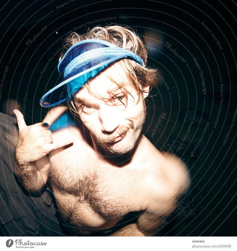 Hang Loose Freude Mensch Mann Erwachsene Bart 1 Mütze blond trendy lustig blau skurril Coolness lässig Freak nackt Alkoholisiert Oberlippenbart Behaarung