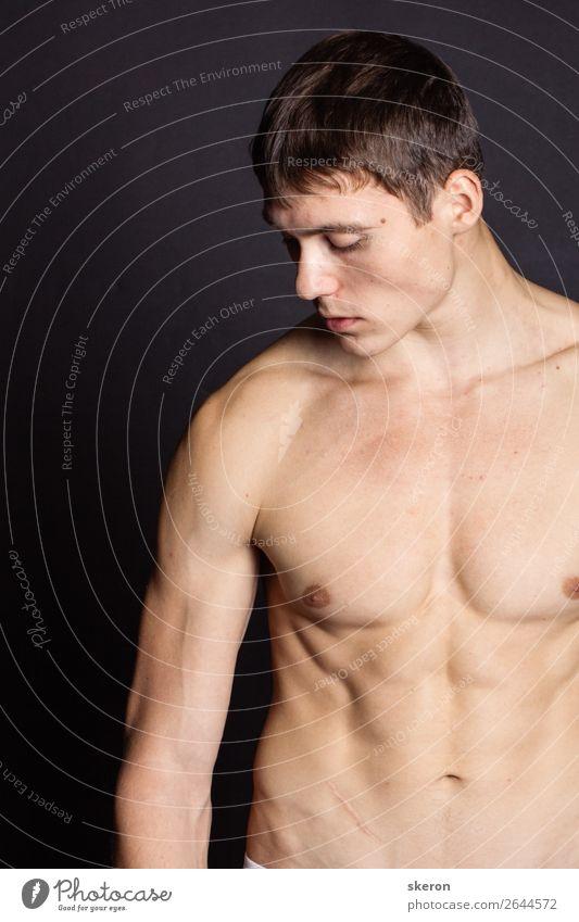 muskulöser junger Mann mit nacktem Oberkörper Lifestyle Gesundheit Gesundheitswesen Freizeit & Hobby Spielen Ferien & Urlaub & Reisen Nachtleben Entertainment