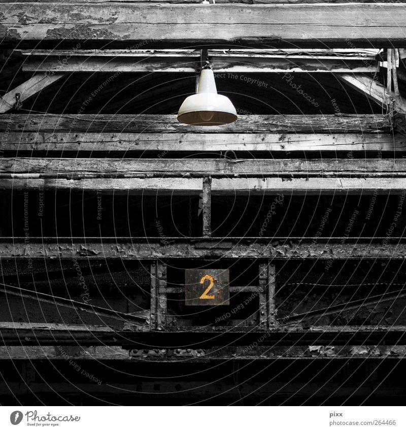 zum nachbauen _-_-_-_-_-_ alt schwarz dunkel Architektur Holz Gebäude Lampe 2 Vergänglichkeit Bauwerk Vergangenheit Verfall hängen Konstruktion Balken