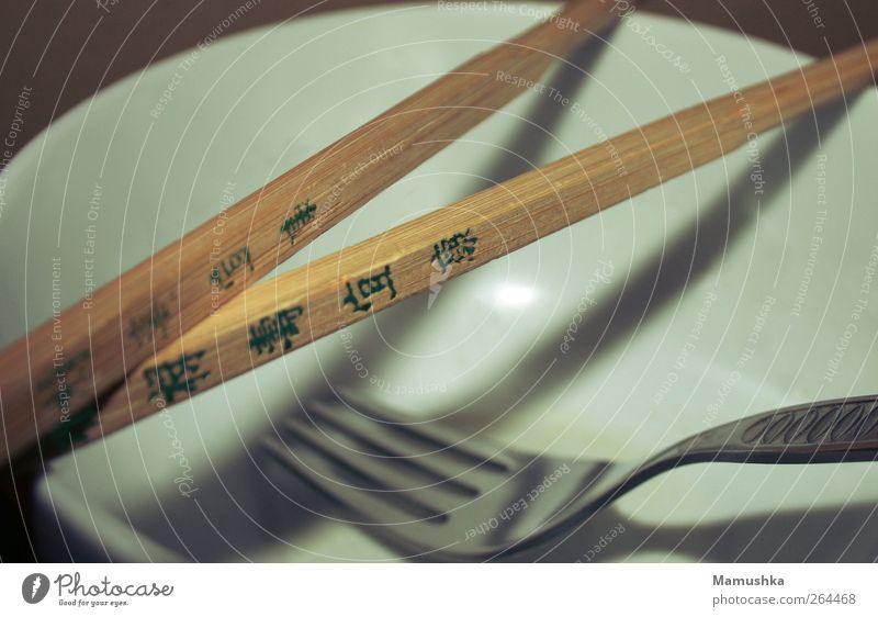 Forksticks Ernährung Geschirr Schalen & Schüsseln Besteck Gabel Essstäbchen exotisch Holz Schriftzeichen ästhetisch außergewöhnlich Farbfoto Innenaufnahme