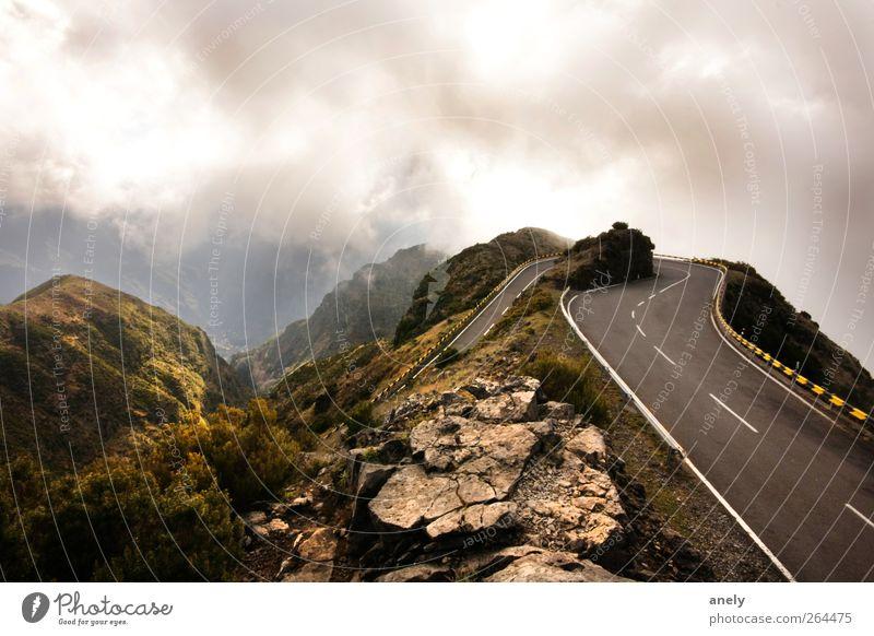 180° Himmel Wolken Landschaft Straße dunkel Berge u. Gebirge braun Wetter Felsen Nebel Gipfel Kurve steil Hochstraße Madeira umkehren