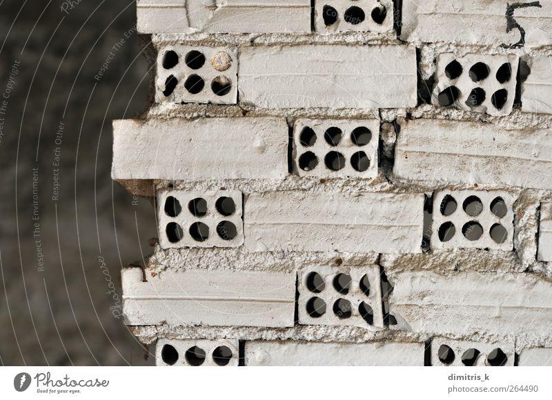 weiße Ziegelwand Ruine Gebäude Architektur Mauer Wand Beton Backstein alt bauen dreckig Verfall Verlassen Backsteinwand Innenbereich verfallen Grunge urban